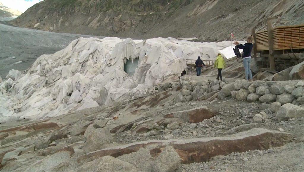 ห่มผ้าให้ธารน้ำแข็ง