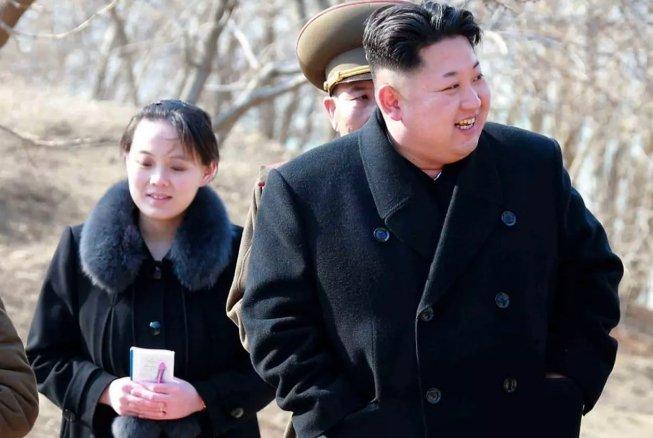 คิม โย จอง เคียงข้าง คิม จอง อึน