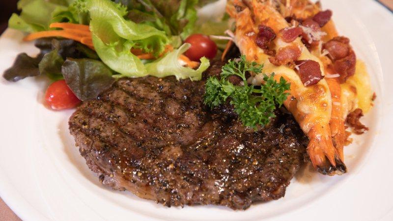 สันแหลมสเต็กเนื้อกับกุ้งอบชีส (369 บาท)