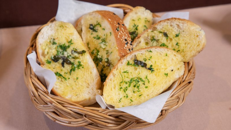ขนมปังเนยกระเทียม (59 บาท)