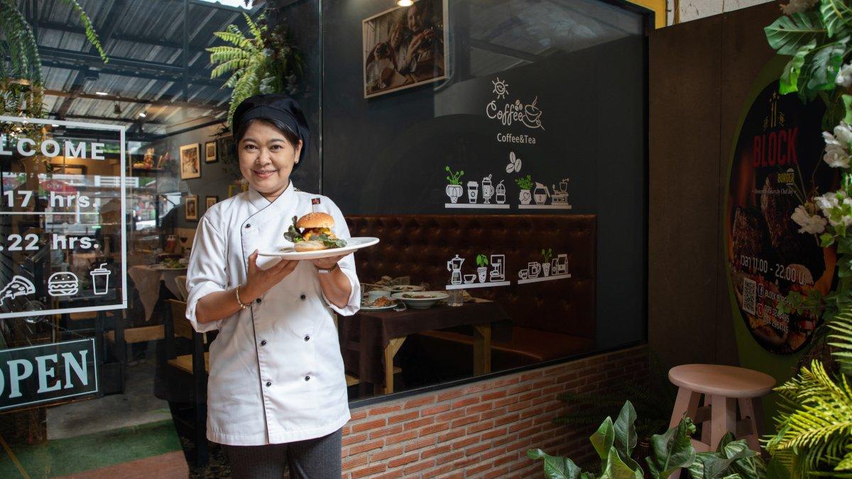 เชฟจอย เจ้าของร้าน BLOCK Burger JOY