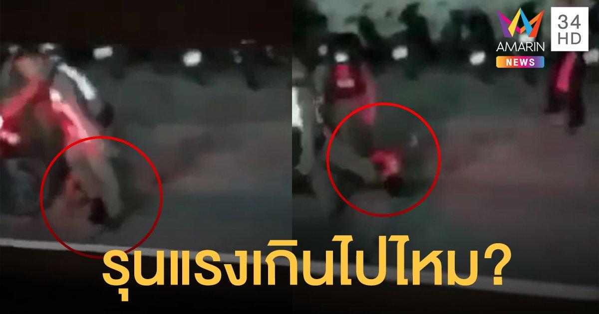 แชร์ว่อน! ชาวเน็ตจวกตำรวจ จับหนุ่มใส่กุญแจมือ เหยียบคอ-เตะน่วม