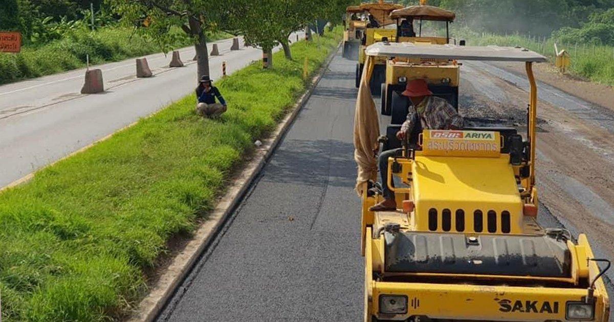 """ทช.ซ่อมผิวทางลาดยางถนนนย.2011 """" องค์รักษ์ - บางน้ำเปรี้ยว """"คืบหน้า 49%เสร็จปลายปี 64"""